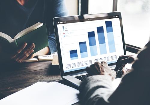 Avoiding churn with customer analytics